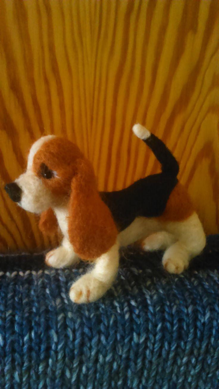 Basset puppy. Needla felting by Alina Wodzińska