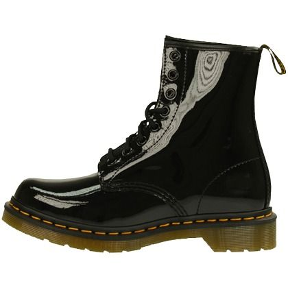 Sschwarz gelackte Schnürstiefel von Dr. Martens 139,95 € <3 Hier kaufen: http://www.stylefruits.de/schnuerschuhe-dr-martens-dr-martens/p4440933 #Lack #Schuhe #boots