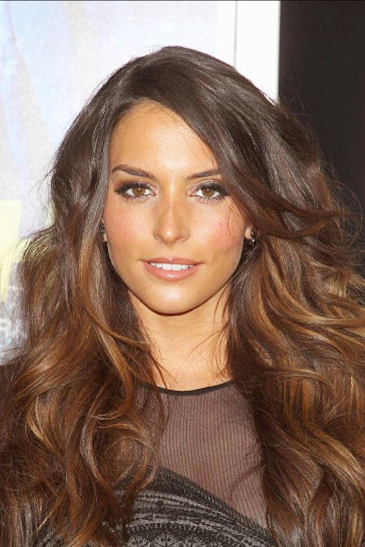 Genesis Rodriguez masters effortlessly sexy beach waves. Get the look: 1) Apply Advanced Hairstyle Txt It Tousle Waves Spray to damp hair from root to ends. 2) Twist a small section of hair and blow dry while holding the ends. (The bigger the section you twist, the looser the wave will be.) 3) Repeat on the rest of your hair. 4) Finger comb to loosen strands. 5) Mist with Advanced Hairstyle Lock It Bold Control Hairspray.