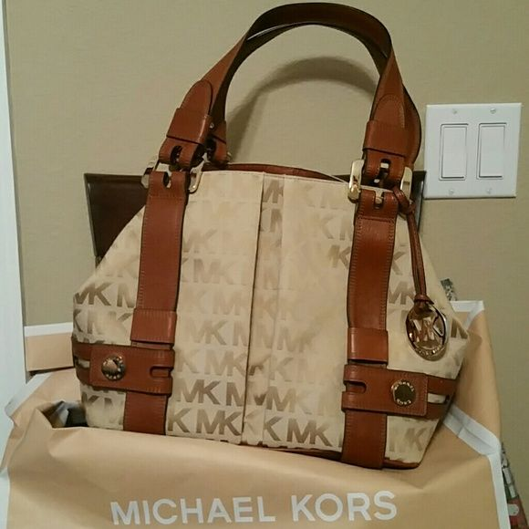 """ ON SALE""$180 MICHAEL KORS. PURSE This is a real nice Michael Kors purse it has a lot of room in it four pockets a zipper pocket trimmed in leather and gold tak Michael Kors Bags Totes"