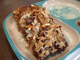 Dessert Now, Dinner Later!: Caramel Pretzel Magic Bars: Desserts, Dinners, Sweet Tooth, Magic Bars, Brownies Pretzels Bar, Favorite Recipes, Dollar Bar, Caramel Pretzels Magic Bar, Chocolates Graham