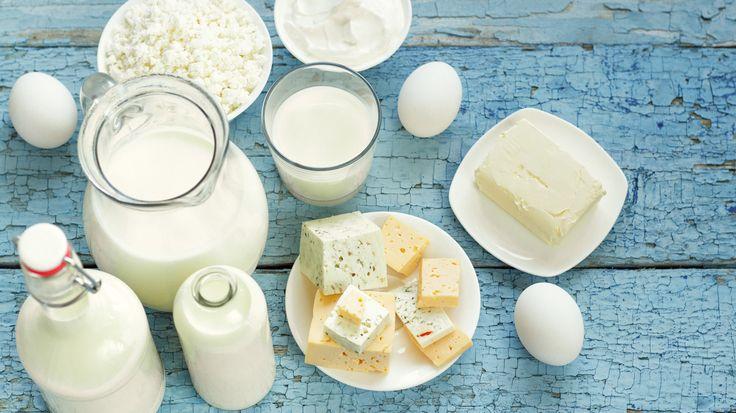 Bewahren Sie mindestens sechs Portionen proteinhaltige Lebensmittel im Kühlschrank auf - z.B. Eier, Joghurt, Tofu etc.