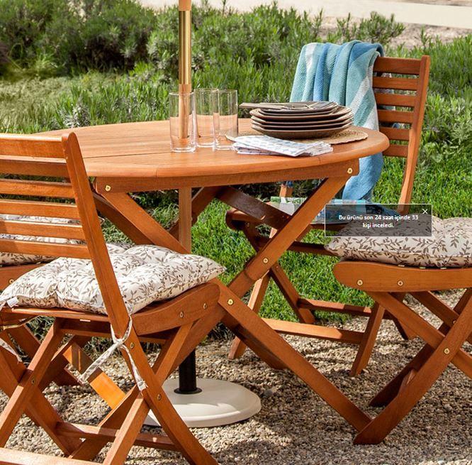 Bahçe mobilyası denilince ilk akla gelen ahşap tarzdaki mobilyalar gelmektedir. Siz de bahçenizde ahşap masa ve sandalyeleri tercih edebilirsiniz.