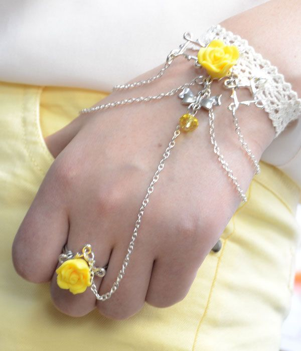 Fashion Jewelry Design on Making Hand Flower Slave Bracelet with Chains