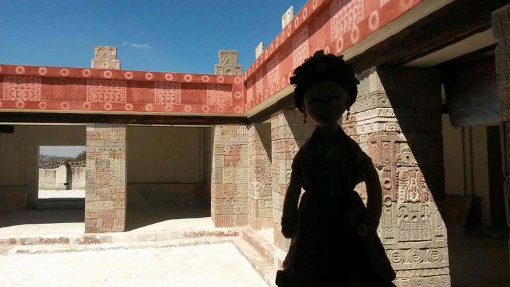 Frida en Teotihuacán.