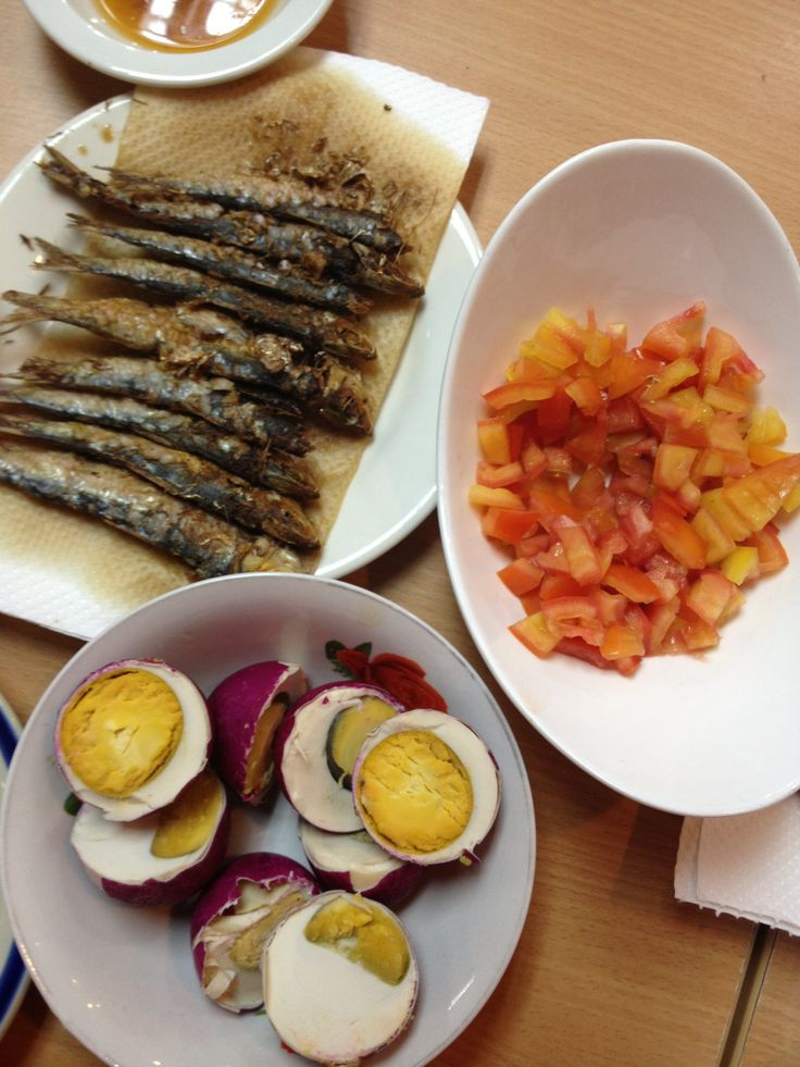 Typical filipino breakfast tuyo dried salty fish for Fish eggs food