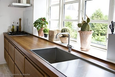 this sink. i have always wanted a counter that merges into the window sill!