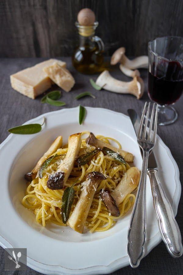 {Falsche} Trüffel-Spaghetti mit Kräuterseitlingen und Salbei I Truffle Spaghetti with oyster mushrooms and sage I Sia´s Soulfood