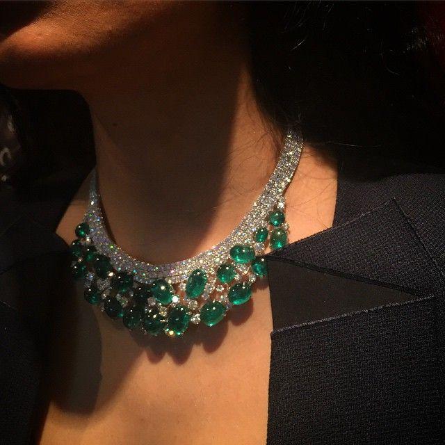 Instagram media thejewelleryed - Spectacular #emerald necklace spotted at #Adler on #BondStreet #fabulousjewels #emeraldnecklace #diamonds #instachic #finejewels @brenda_laguna