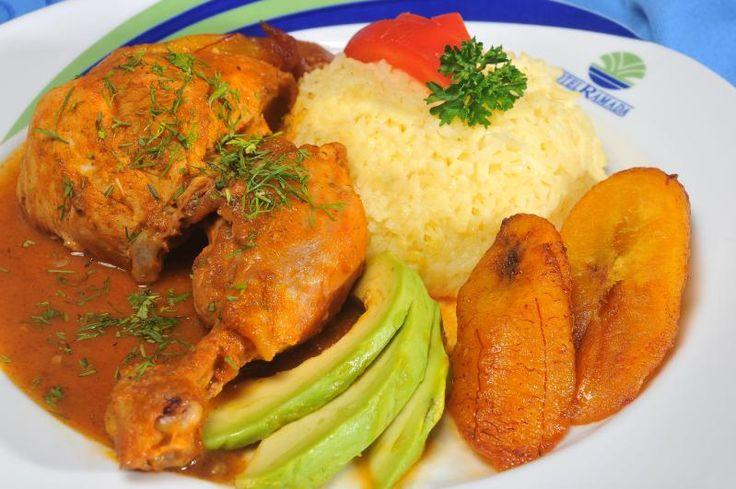 El seco de pollo es uno de los platos más tradicionales del Ecuador, por eso queremos que lo hagas perfecto y sorprendas a tu familia. Aquí la receta.
