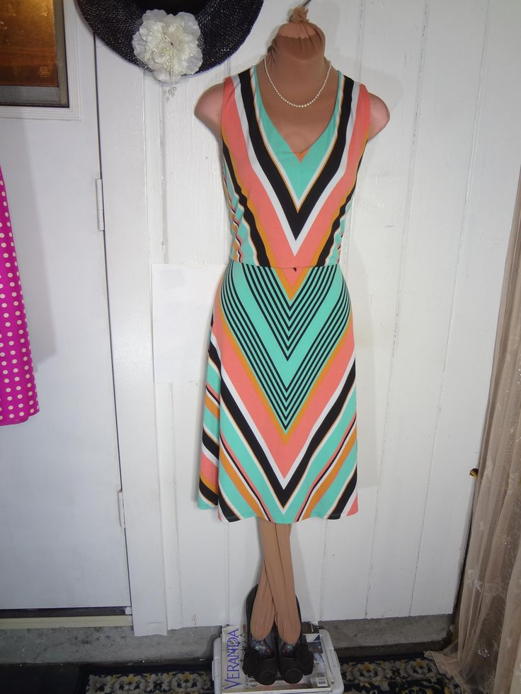 """Tahari By Arthur S Levine Chevron Print Sz 8 Dress. Free shipping and guaranteed authenticity on Tahari By Arthur S Levine Chevron Print Sz 8 Dress at Tradesy. LOVELY COLORS, LOVELY TAILORING,  LENGTH  38.5"""" S..."""