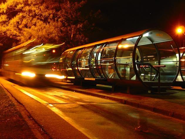 Inteligentne autobusy w miastach przyszłości będą narażone na ataki hakerów