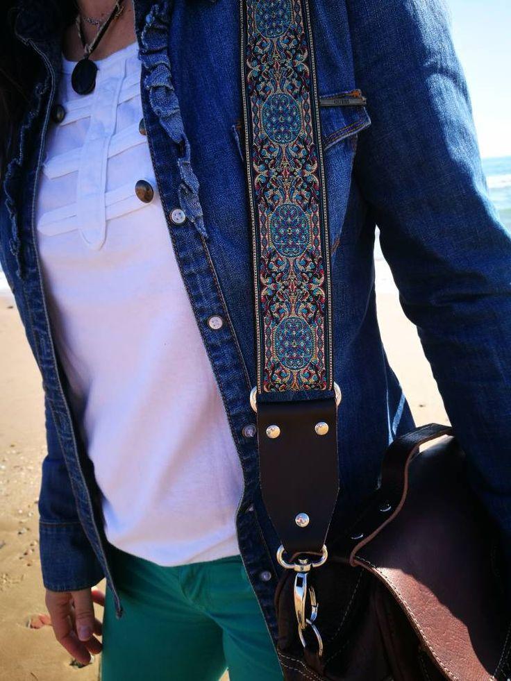 Quiero compartir lo último que he añadido a mi tienda de #etsy: Correa guitarra para bolsos estilo vintage - Hecho a mano y acabado en cuero - Correa ajustable - Para bolsos de mano, bandoleras y carteras http://etsy.me/2ECBjDN #bolsosymonederos #azul #negro #disenojac