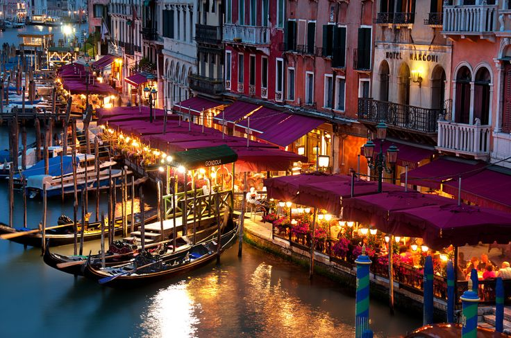 Gondolas in Venice Italy at Night | The Grand Canal Venice (nabilishes [on and off]) Tags: italien venice ...