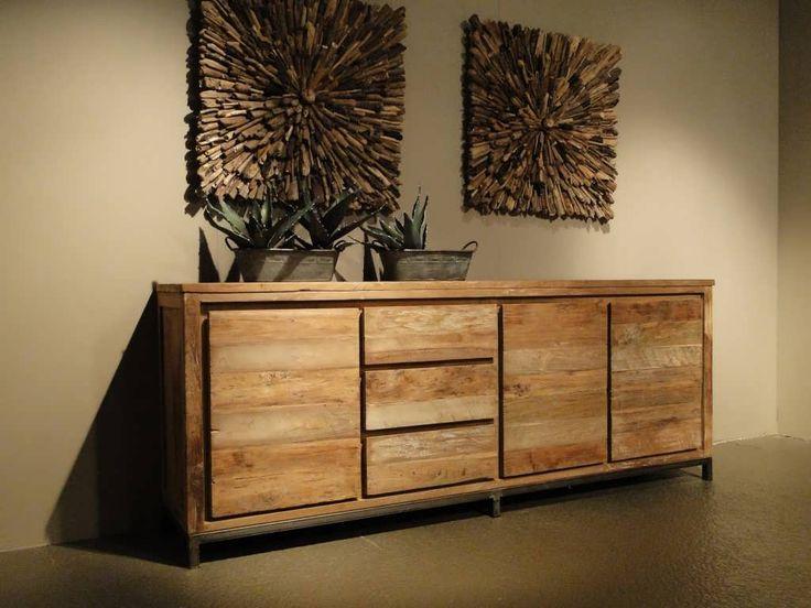 Industrieel Dressoir Avezzano in verschillende maten. Dit model combineert mooi met onze andere meubels van reclaimed teak of een maatwerk tafel.