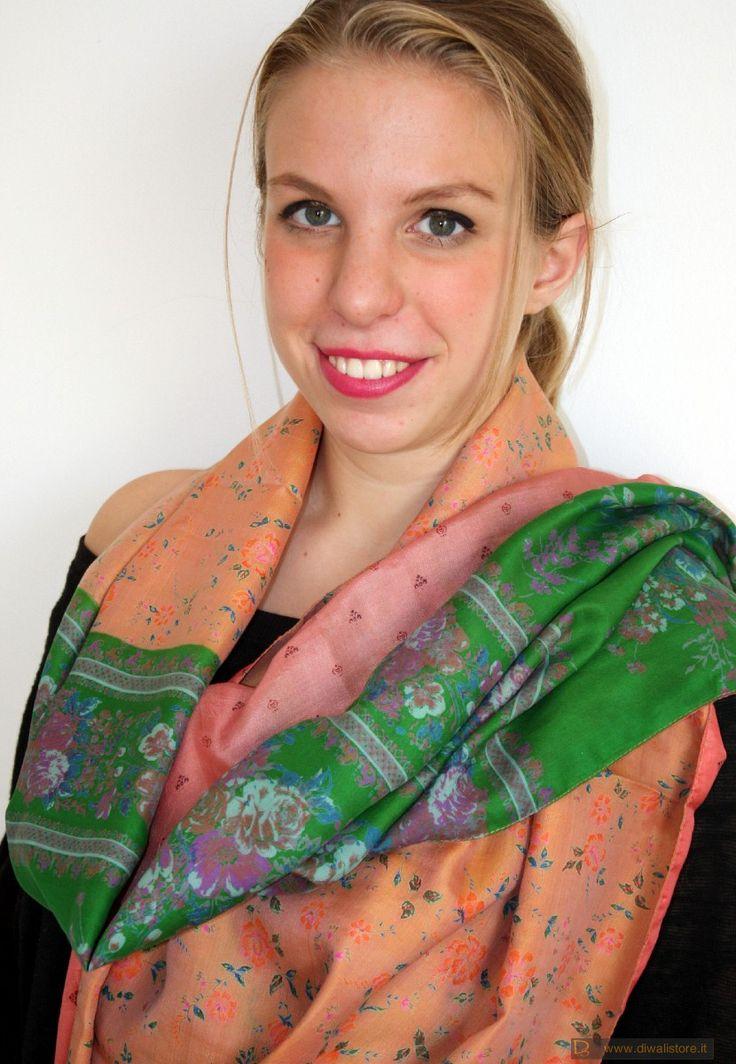 Sciarpa indiana in seta di sari doublefaces rosa salmone, albicocca pallido e verde brillante - Scialli, Sciarpe e Stole Orientali in Seta - Sciarpe e Borse Etniche - Diwali Store