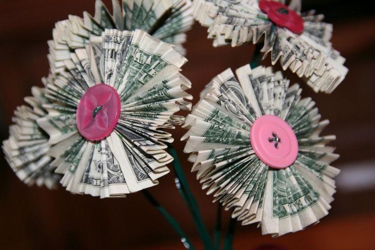 die besten 20 geld falten blume ideen auf pinterest zahnfee geld herz aus geldschein falten. Black Bedroom Furniture Sets. Home Design Ideas