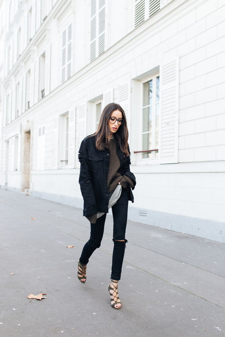 justthedesign:  Jump on board the stunning extra long sleeves trend by wearing an oversized sweater this winter, likeAlexandra Guerain. This look is perfect for every day wear, and can be dressed up or down with heels or flats! Top/Jeans: Levi's, Jacket: Carhartt, Tee: Uniqlo, Shoes: Asos.