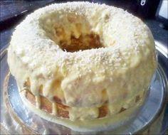4 ovos - 1 copo de suco de laranja - 1 copo e meio de açúcar - 2 copos de farinha de trigo - 4 colheres de sopa de óleo - raspa de limão - 1 pitada de sal - 1 colher de sopa de fermento em pó - 1 lata de creme de leite - 1/2 lata de leite - 1 colher de sopa de margarina - 3 colheres de sopa de açúcar - raspa de 1 laranja