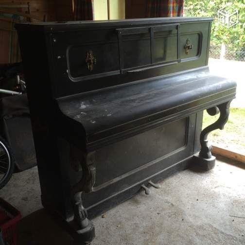 piano droit leguerinais le bon coin piano droit piano et instruments. Black Bedroom Furniture Sets. Home Design Ideas