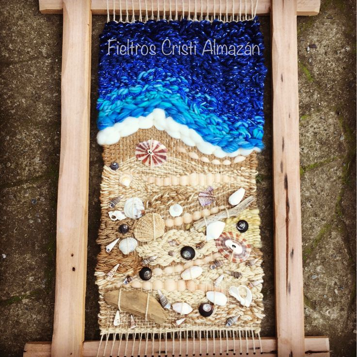Telar dimensional con lana rústica de oveja corriedale, vellón merino, seda y conchitas de las costas chilenas. Autor: Fieltros Cristi Almazán