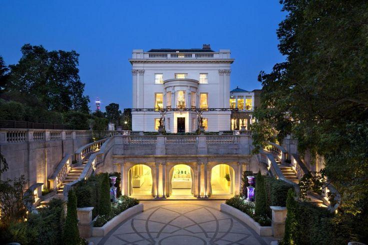 Архитектура: Гламурная стиль жизни в роскоши домов, Изысканный английский Королевский особняк с завораживает у стены каменные ступени и экстравагантный Браун Овальный Дорога