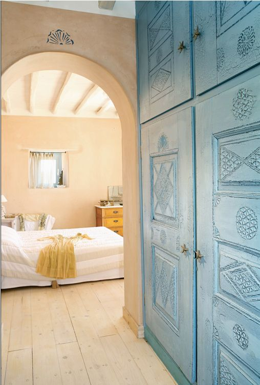 Love the architectural detail on the door and soft color palette of the cob ~