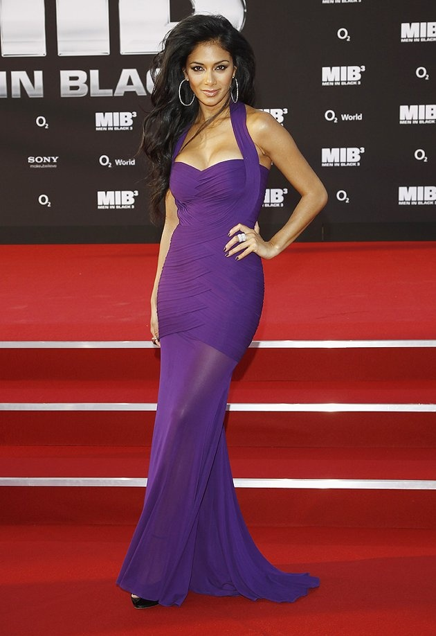 Nicole Scherzinger looks great in this dress. I actually really like that dress.