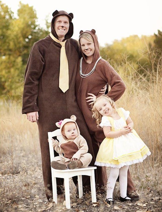 (Goldilocks & The 3 Bears) 40 Fabulous Themed Family Halloween Costumes via Brit + Co
