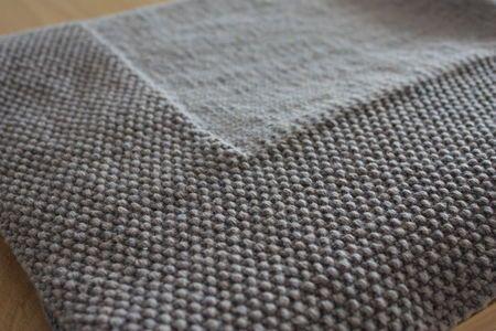 Couverture point de riz et jersey, environ 65*65 cm Intemporel Mercure de Mme Phiphi, un subtil gris-bleu, 6 pelotes, aig 4.5