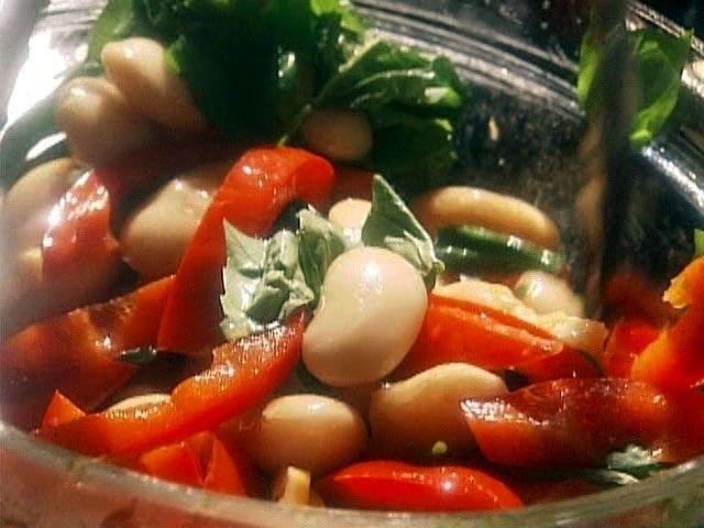 Salade de haricots blancs et de poivrons sautés par Marie-Fleur St-Pierre - di Stasio - Téléquébec
