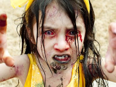 Zombie children give everyone the heebee jeebees.: Zombies Costumes, Little Girls, Halloween Costumes Ideas, Eye Makeup, Zombies Kids, Zombieland, Creepy Zombies, Makeup Ideas, Little Monsters
