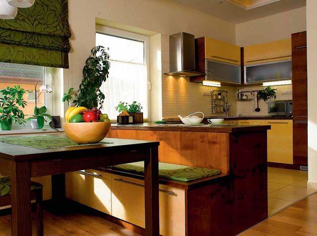 Az U alakú konyhával összeépült az étkező padja, helyet spórolva a nappali terének