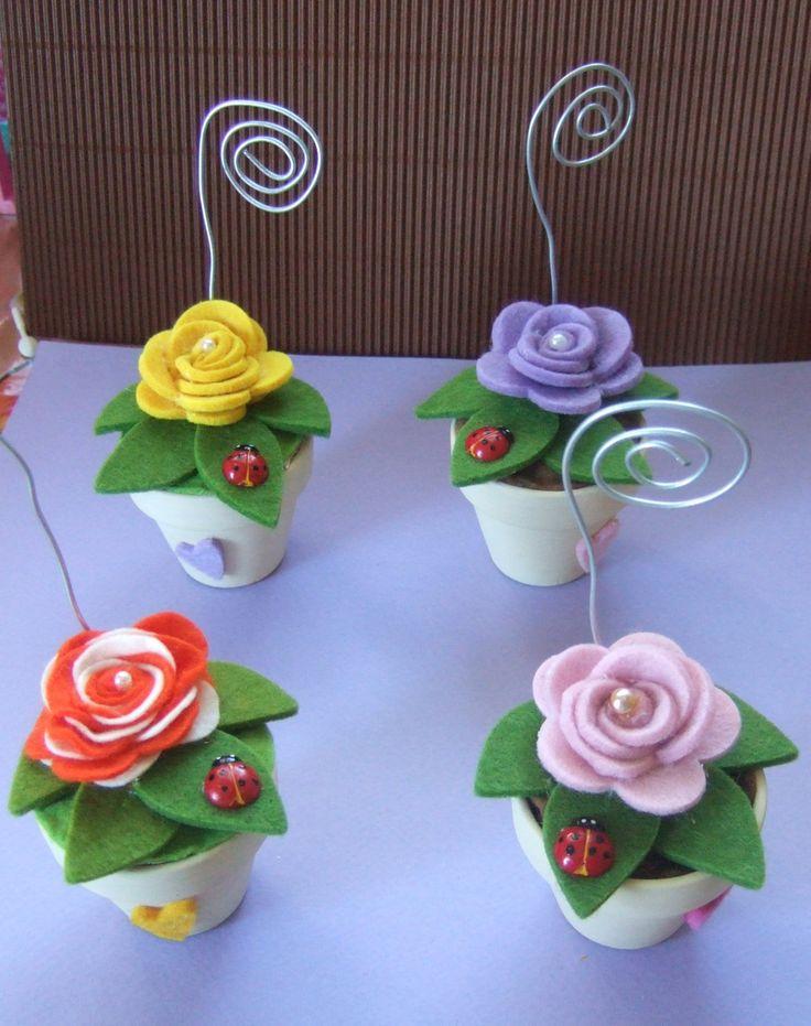 vasetti fioriti con rose in feltro