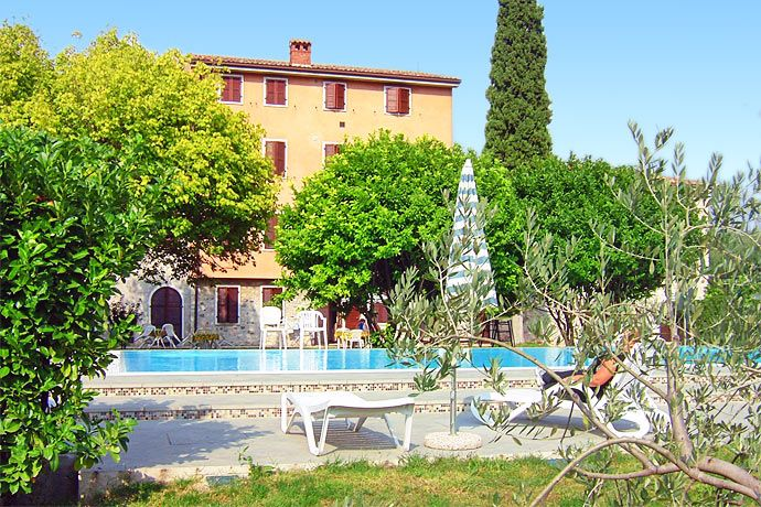 Apartments Rustico - Garda ... Garda Lake, Lago di Garda, Gardasee, Lake Garda, Lac de Garde, Gardameer, Gardasøen, Jezioro Garda, Gardské Jezero, אגם גארדה, Озеро Гарда ... Welcome to Apartments Rustico Garda.Apartments Rustico is situated in a quite sunny position, surrounded by vineyards, with a beautiful view over the Garda valley. It is about 1 km from the historical centre. This can be easily reached on foot through the promenade which takes direct