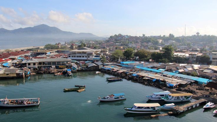 Hafen in der Stadt Manado auf Sulawesi, Indonesien