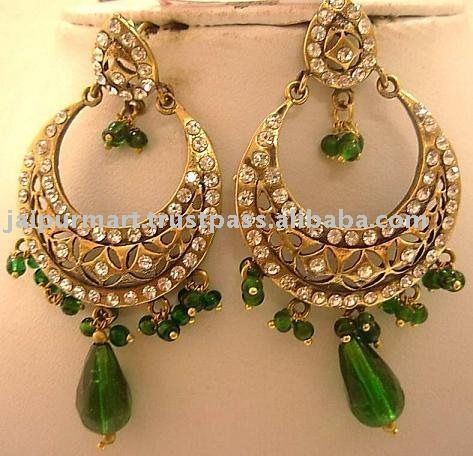 Kundan Earrings With Green Stones