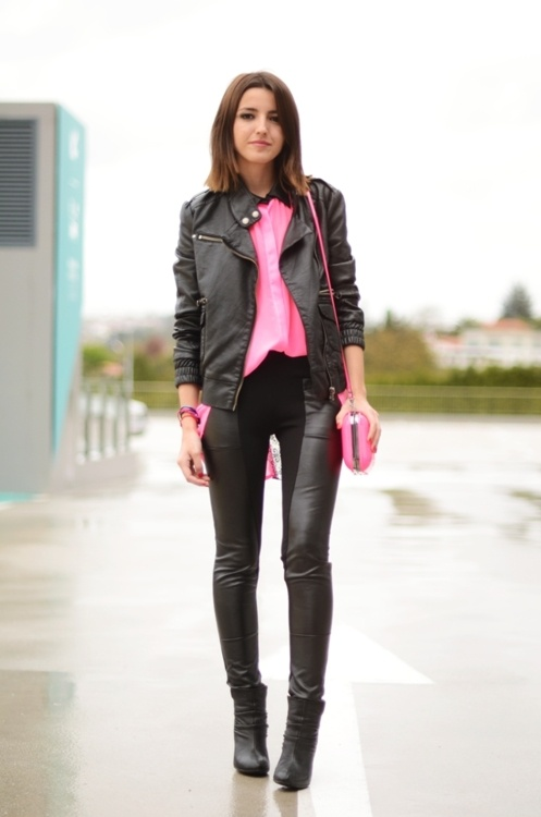 Street style Inspiration 101:    Pink shirt: Mentirosas by Fernando Claro, pants: Queens Wardrobe, booties: Cafe Noir – Stylisim, jacket: Blanco, bag: Zara, colored bangles: Rana Encantada – Úniccos  (Image By: lovelypepa)