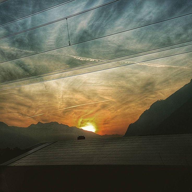 Was für ein #sonnenuntergang  . . #sunset #berge #swissalps #greatscenery #naturegrampics #ourplanetearth #Schweiz #visitswitzerland #graubünden #switzerlandalps #swissmountains #swissmountainview #mountains #montagnes #wetter