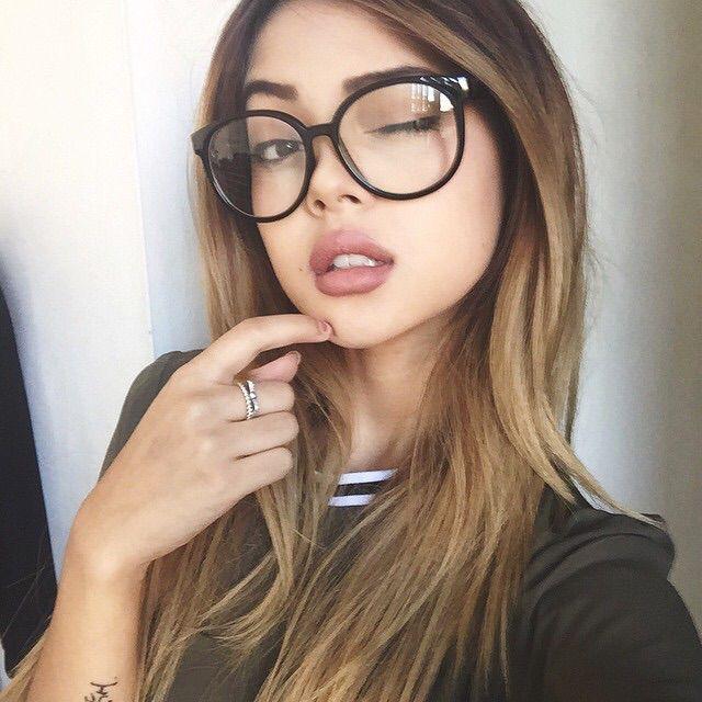 De oculos e piscando