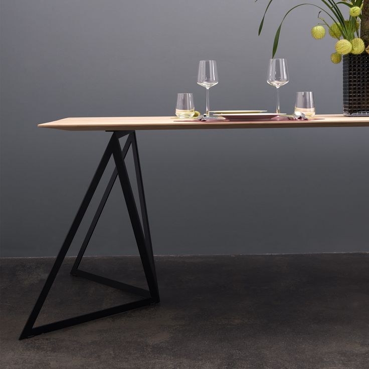 The Steel Stand Table seems light, yet is extremely stable and offers plenty of legroom. The 5mm-thin edge of the solid wood table top, is echoed by the filigree steel trestles.
