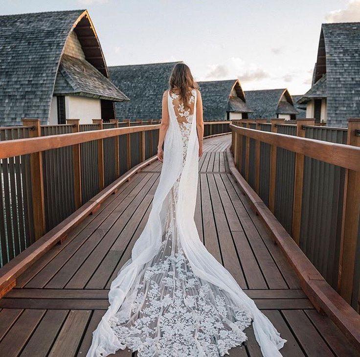 Свадебные платья Pronovias переносят невест в кружевной рай. ����В коллекции превалируют нежные цветочные�� кружева. А некоторые платья как будто созданы в лучших традициях нарядов Евы�� – они сшиты полностью из кружевной ткани, которая украшает и едва прикрывает тело����Невероятной красоты свадебное платье -NIARA��������✨✨✨✨✨✨✨✨✨✨✨✨✨✨✨✨ ДОРОГИЕ НЕВЕСТЫ Украины!!! Выбрать платье мечты вы можете в салонах сети, а так же получить квалифицированную консультацию онлайн на сайте, в соц.сетях или…