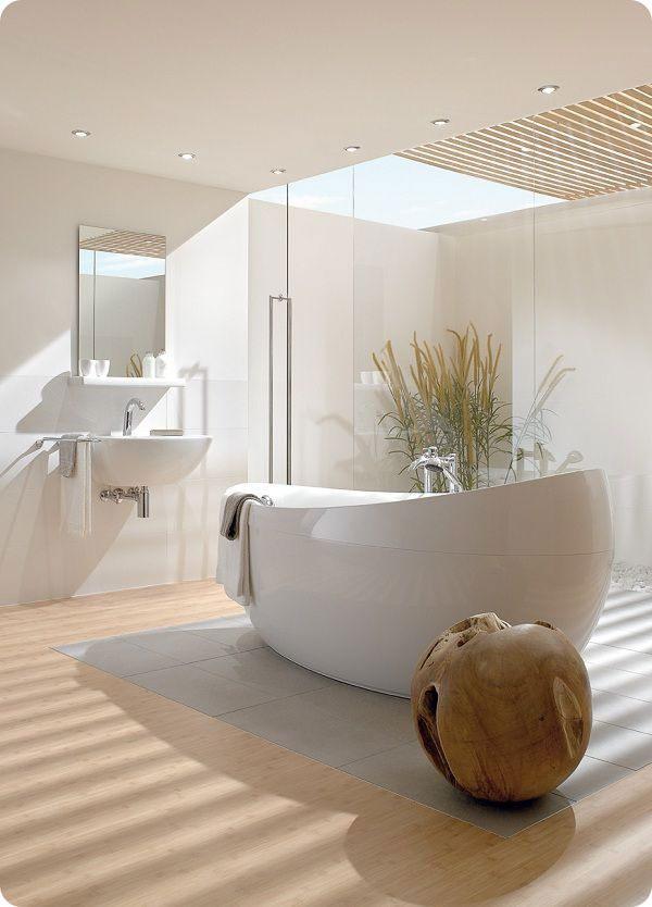 Salle de bains moderne et lumineuse
