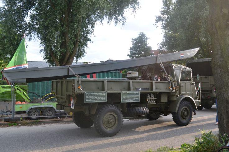 Legervoertuig op parkeerplaats dorpstraat Zoetermeer.