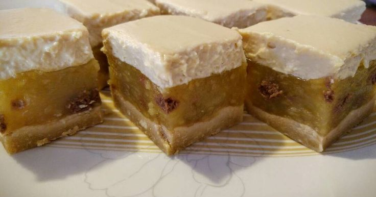 Mennyei Almás-karamelles kekszsüti recept! Biztosra mentem, mert maradtam a jól bevált dolgoknál, csak néhány dolgon változtattam. Nagyon finom lett. Legközelebb az almás rétegbe diót rakok keksz helyett és a tetejét is megszórom vele.