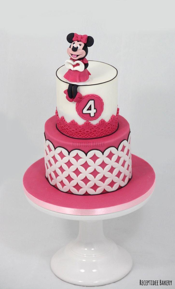 Minnie Mouse taart    Gefeliciteerd Lynn met je 4e verjaardag!   http://bakery.receptidee.nl #minniemouse #minniemousecake #cake #redvelvet #creamcheese #fondant #minniemuis #verjaardag #birthday #verjaardagstaart #cakestagram #handmade #congratulations #profroster