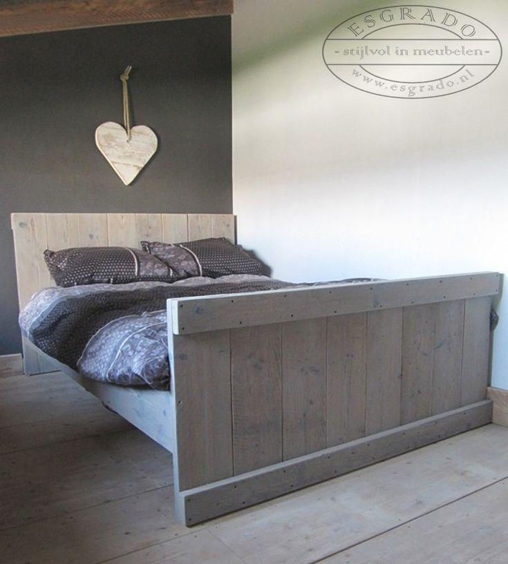 Leuk bed van steigerhout. steigerhouten twijfelaar / twee persoonsbed steigerhout.