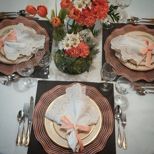 Beautiful Shabbos Table Shabbat + Tablescape + flowers + peach + grey + jewish & 47 best Shabbat Tablescapes images on Pinterest   Table settings ...