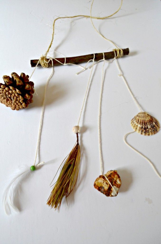 fall crafts for kids nature mobile: Today we have a fun nature mobile fall craft for kids that doubles as a great way to get your family active. Strap on your hiking shoes and get ready to forage through the wilds to get the supplies for this easy craft! Winter is on its way, my friends. There is no denying it.