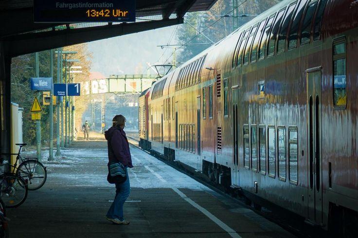 🌞 Commuter commuter train commuting leaving - download photo at Avopix.com for free    👉 https://avopix.com/photo/58841-commuter-commuter-train-commuting-leaving    #station #train #transportation #vehicle #transport #avopix #free #photos #public #domain